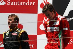 Race winner Fernando Alonso, Ferrari on the podium with wt placed Kimi Raikkonen, Lotus F1 Team