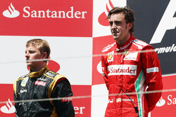 Race winner Fernando Alonso, Ferrari on the podium with wt placed Kimi Raikkonen, Lotus F1 Team