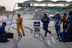 Pit stop for #35 Lexus Team KeePer Kraft Lexus SC430: Yuji Kunimoto, Andrea Caldarelli