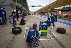 Pit stop for #38 Lexus Team Zent Cerumo Lexus SC430: Yuji Tachikawa, Kohei Hirate