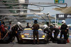 Pit stop for #87 JLOC Lamborghini Gallardo LP600+ GT3: Kouji Yamanishi, Hideki Yamauchi