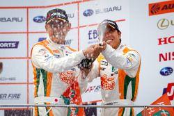 GT300 podium: 3de Hiroki Yoshimoto en Kazuki Hoshino