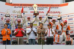 GT500 podium: winners Carlo Van Dam and Takashi Kogure, second place Yuji Tachikawa and Kohei Hirate