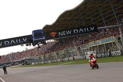 Casey Stoner, Repsol Honda Team se lleva el triunfo