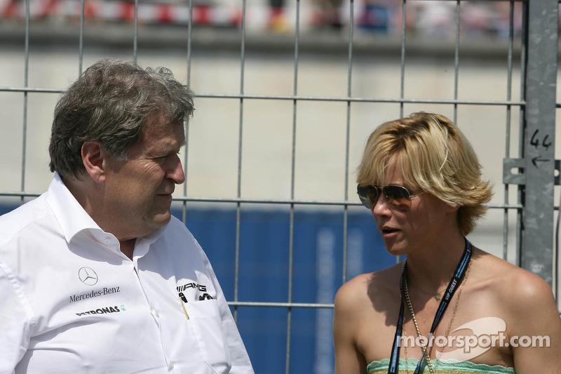 Norbert Haug, Mercedes-Sportchef; mit seiner Freundin Anne Wis