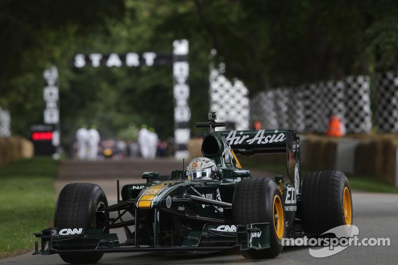 Giedo van der Garde bestuurt de Lotus F1