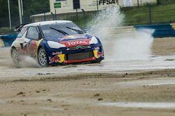 Sébastien Loeb teste la Citroën DS3 spécialement préparée pour les X-Games