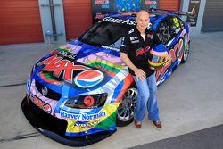 Жак Вильнёв на презентации новой ливреи команды Kelly Racing