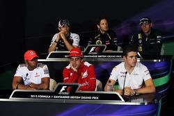 FIA persconferentie, Williams; Romain Grosjean, Lotus F1 Team; Vitaly Petrov, Caterham; Lewis Hamilt