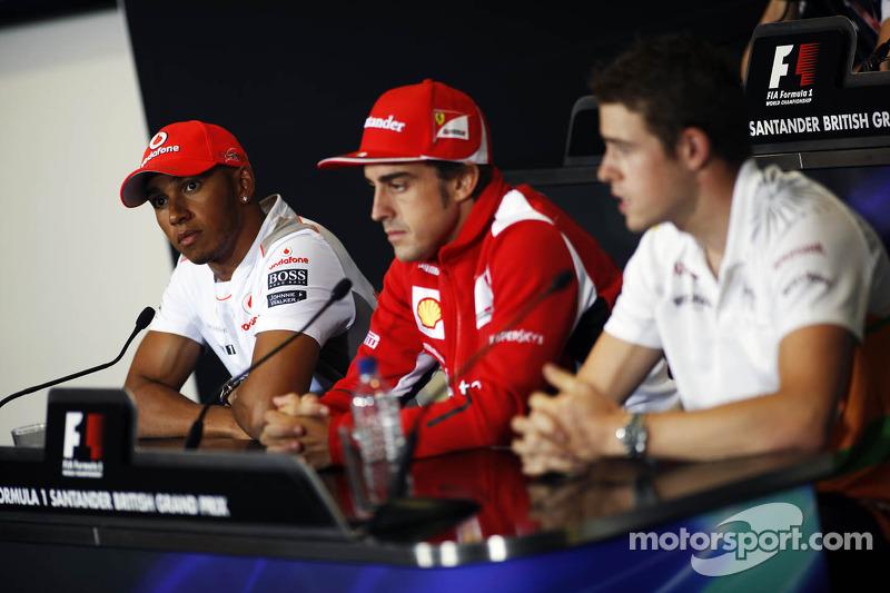 Lewis Hamilton, McLaren Mercedes Mercedes; Fernando Alonso, Ferrari en Paul di Resta, Sahara Force India F1 in de FIA persconferentie
