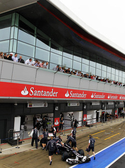 Pastor Maldonado, Williams in de pits