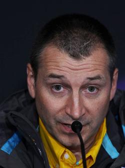 Rob White, Renault Deputy Managing Director, in de FIA persconferentie
