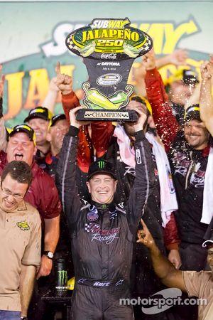 Victory lane: winnaar Kurt Busch
