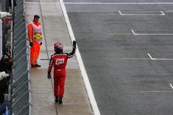 Timo Glock, Marussia F1 Team wuift naar de fans in kwalificaties