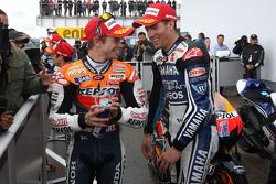 Ganador de la pole Casey Stoner, Repsol Honda Team, segundo clasificado Ben Spies, Yamaha Factory Ra