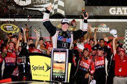 Victory Lane: Sieger Tony Stewart feiert