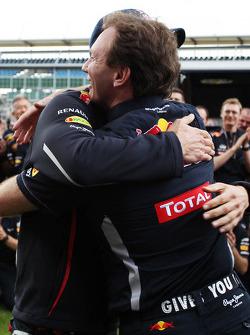 Winnaar Mark Webber, Red Bull Racing viert met Christian Horner, Red Bull Racing Team Principal