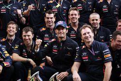Race winner Mark Webber, Red Bull Racing celebrates with the team