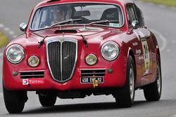 #31 Lancia Aurelia B20: Michel Peccenini, Isabelle Jonville Charoy