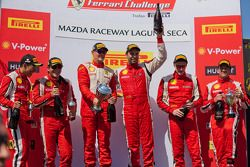 Race #1 Winnaars. 458 TP podium: 1ste Alex Popow, 2de Onofrio Triarsi, 3de Harry Cheung. 458 CS pod