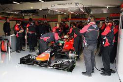 Rio Haryanto, Marussia F1 Team testrijder in de pits