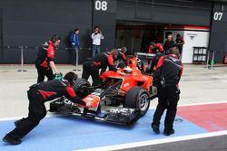 Rio Haryanto, Marussia F1 Team Test Driver in de pits