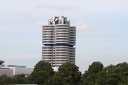 Мюнхенский автосалон, суббота.