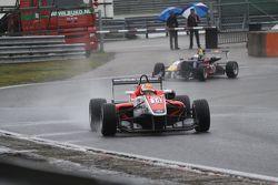 Карлос Саинс-мл. и Ханнес ван Ассельдонк. GP Masters, пятничная тренировка.