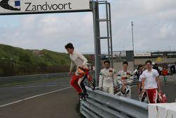 Майкл Льюис, Андреа Рода, Ханнес ван Ассельдонк и Алекс Линн. GP Masters, картинки.