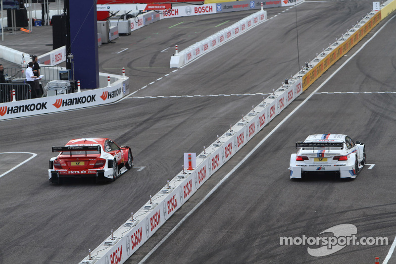 Sunday Round of 16 Martin Tomczyk, BMW Team RMG BMW M3 DTM against Robert Wickens, Mücke Motorsport AMG Mercedes C-Coupe