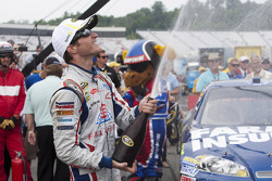 Victory lane: winner Kasey Kahne, Hendrick Motorsports Chevrolet