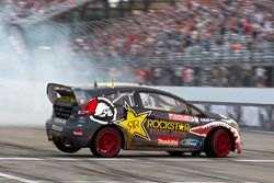 Brian Deegan does donuts