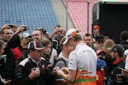 Nico Hulkenberg, Sahara Force India Formula One Team signs Autographs