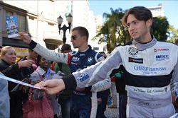 Signeersessie, Alberto Cerqui, BMW 320 TC, ROAL Motorsport en Fernando Monje, SEAT Leon WTCC, Tuenti