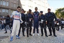 Signeersessie, Charles Kaki Ng, BMW 320 TC, Liqui Moly Team Engstler en Alberto Cerqui, BMW 320 TC,