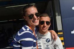 Alberto Cerqui, BMW 320 TC, ROAL Motorsport en vriendin