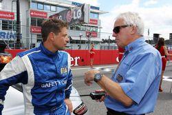 Bernd Maylander, FIA Güvenlik Aracı Pilotu ve Charlie Whiting, FIA Delegesi gridde
