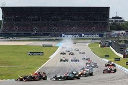 Sebastian Vettel, Red Bull Racing ve Michael Schumacher, Mercedes AMG F1 battle for 2. position, sta