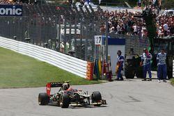 Romain Grosjean, Lotus F1 kaza yapıyor, start, race