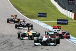 Michael Schumacher, Mercedes AMG F1 lrads Nico Hulkenberg, Sahara Force India F1 ve Jenson Button, M