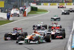 Paul di Resta, Sahara Force India ve Daniel Ricciardo, Scuderia Toro Rosso ve Lewis Hamilton, McLare