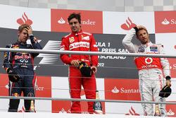 Podium: Sieger Fernando Alonso, Ferrari; 2. Sebastian Vettel, Red Bull Racing; 3. Jenson Button, McL