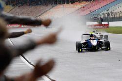 Patric Niederhauser takes the win