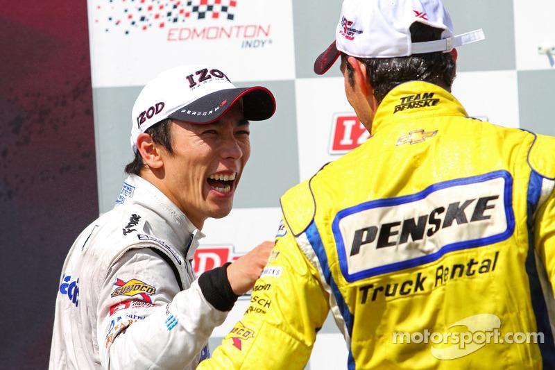 Victory lane: second place Takuma Sato, Rahal Letterman Lanigan Honda and winner Helio Castroneves, Team Penske Chevrolet
