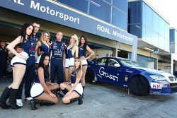 Alberto Cerqui, BMW 320 TC, ROAL Motorsport met gridgirls