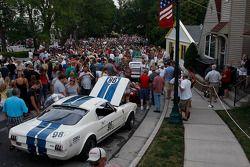 Fans in de straten van Elkhart Lake voor het Friday Concours