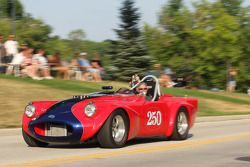 Parade in Elkhart Lake voor het Friday Concours. #250 1961 Daimler SP250: Larry Ligas