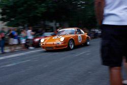 Racewagens verlaten Elkhart Lake na Friday Concours. #3 1973 Porsche 911 RS: Bruce Boeder