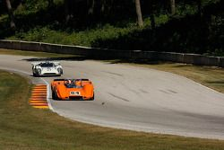 #54 1968 McLaren M6B : Jim Pace #27 1968 Lola T70 MkIIIB : David Ritter