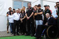 Bernie Ecclestone, pilotos y personal de los equipos presentar sus respetos al promotor del GP Húnga